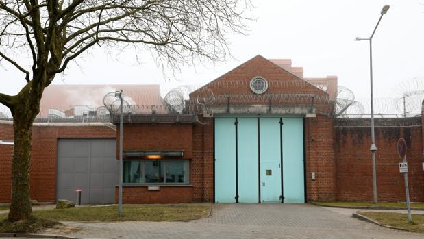 Vista de parte de la fachada exterior de la cárcel de Neumünster