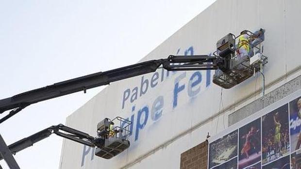El nombre del Pabellón Príncipe Felipe fue borrado de su fachada en octubre de 2015