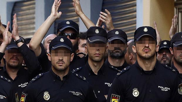 Imagen de agentes de la Policía Nacioanl durante el despliegue por el referéndum ilegal del 1-O