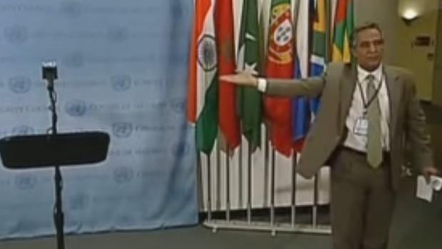Bujari Ahmed en la sede de la ONU antes de dar una rueda de prensa
