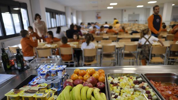 Imagen de comedor escolar durante la hora de la comida