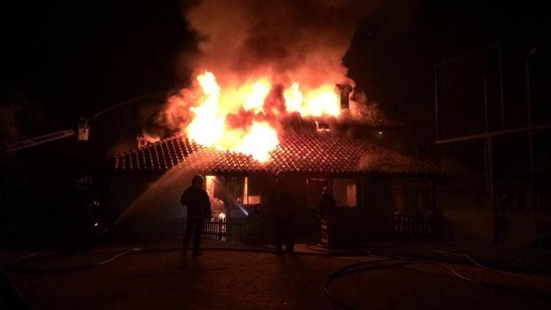 Imagen de archivo de una casa incendiada