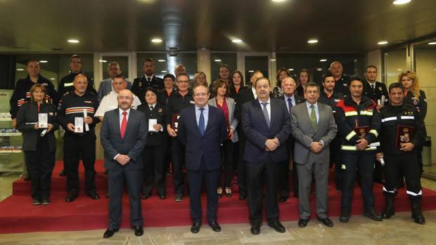 Autoridades del Gobierno regional con premiados en una imagen de archivo