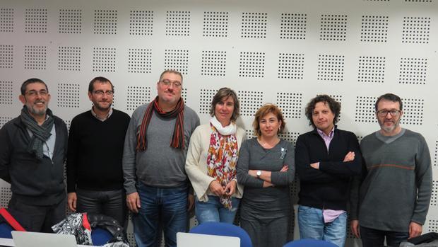 Imagen de los técnicos de las universidades públicas con los responsables de ACPV