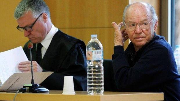 Jacinto S.M. junto a su abogado durante el juicio