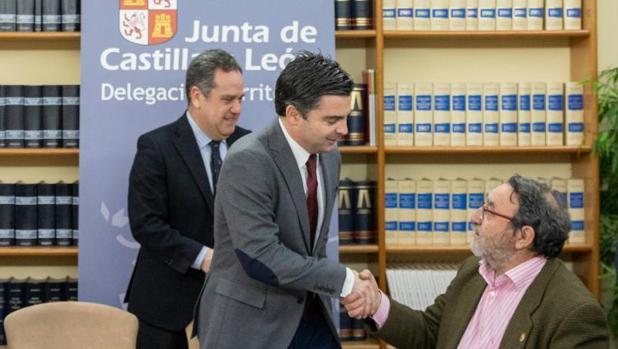 Pablo Trillo, Juan Zapatero y el alcalde de Villalar de los Comuneros, Luis Alonso Laguna, este pasado miércoles en Valladolid