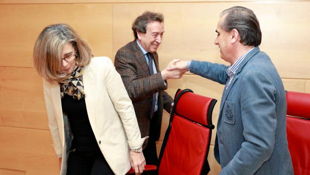 De Santiago-Juárez saluda a Luis Briones y Ana Muñoz de la Peña