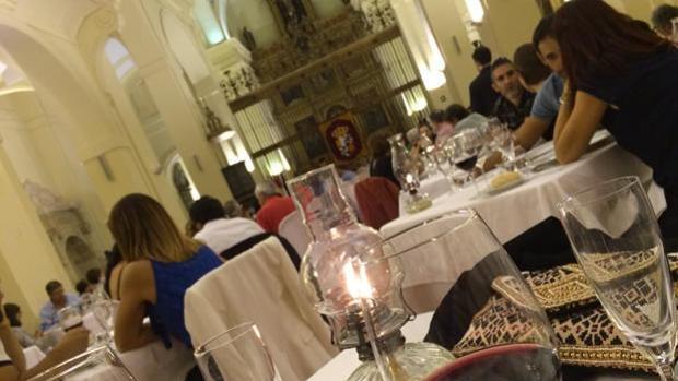 Una de las cenas celebradas en la iglesia de San Pedro Mártir