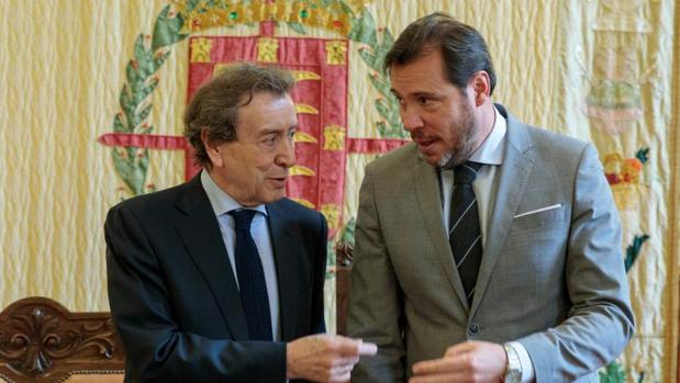 José Antonio de Santiago-Juárez y Óscar Puente, este pasado jueves en el Ayuntamiento de Valladolid