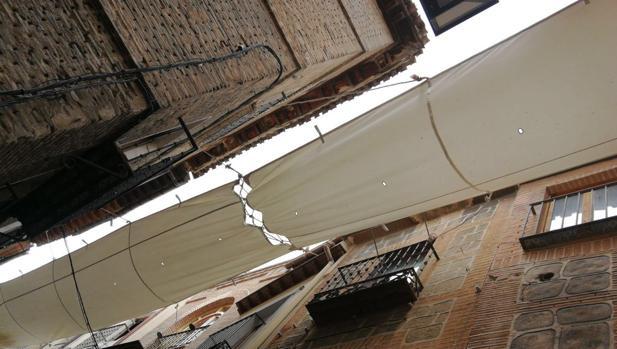 Ya están instalando los toldos en las calles de Toledo