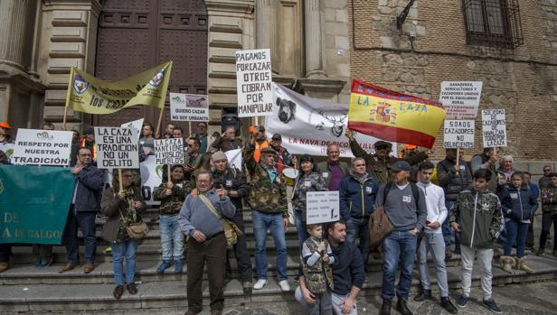 Dos mil cazadores se dieron cita en la Plaza del Ayuntamiento de Toledo
