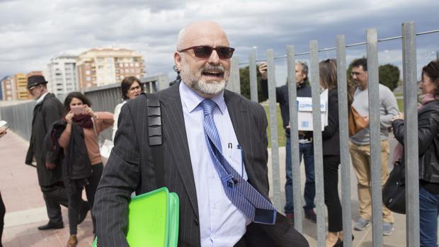El falso médico a su llegada a la Audiencia de Castellón