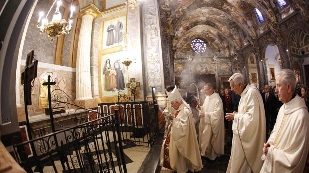 Un momento de la inauguración de la Capilla de la Comunión tras su restauración