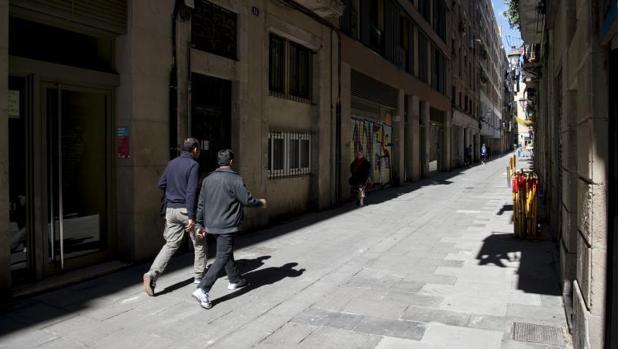 La calle Reina Amàlia, donde ocurrieron los hechos, una mañana tranquila