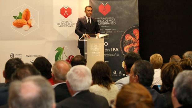 El presidente de la Diputación de Alicante pide a Puig implantar por ley la dieta mediterránea en los colegios