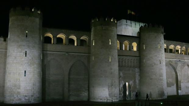 Vista nocturna del zaragozano Palacio de la Aljafería