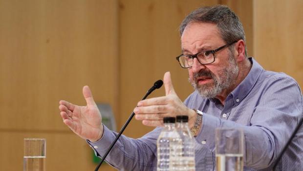 Javier Barbero, en su comparecencia sobre Lavapiés el 17 de marzo, un día después de lo ocurrido