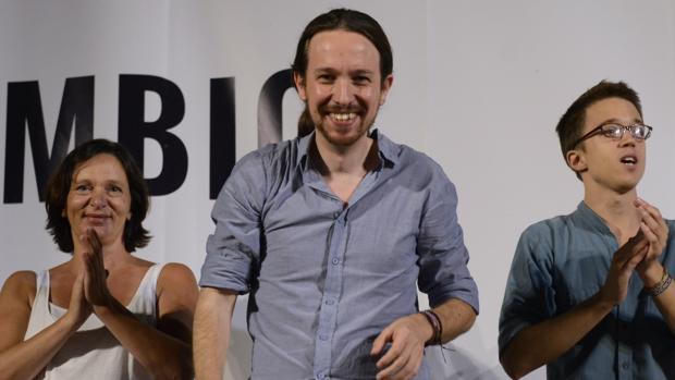 Carolina Bescansa, Pablo Iglesias, e Inigo Errejon en julio de 2015
