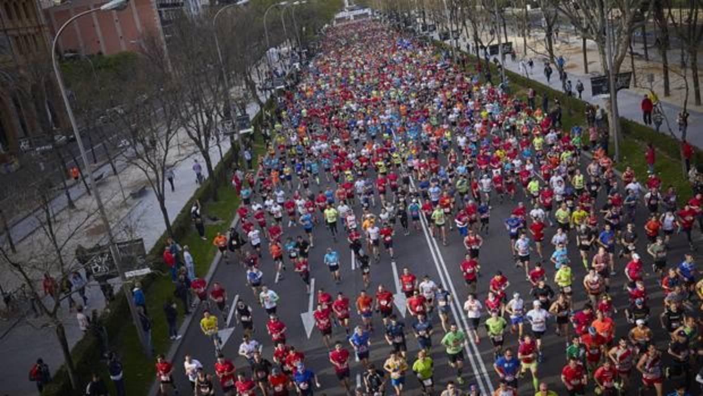 El Samur atiende a 216 corredores en el Maratón, con tres graves por golpes de calor