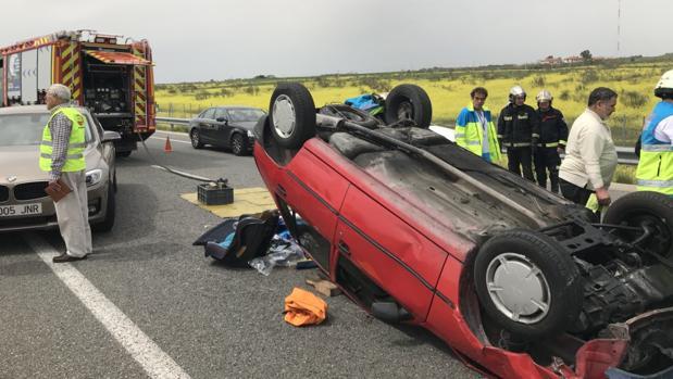 Accidente múltiple en Griñón: pierde tres dedos al volcar su coche y quedar atrapado