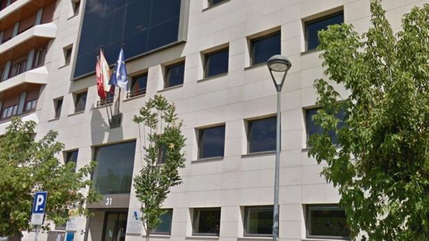 Una explosión causa daños de consideración en la Agencia Tributaria del Estado en Pamplona