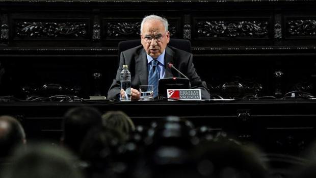 Alfonso Guerra, este lunes durante su conferencia en Valencia