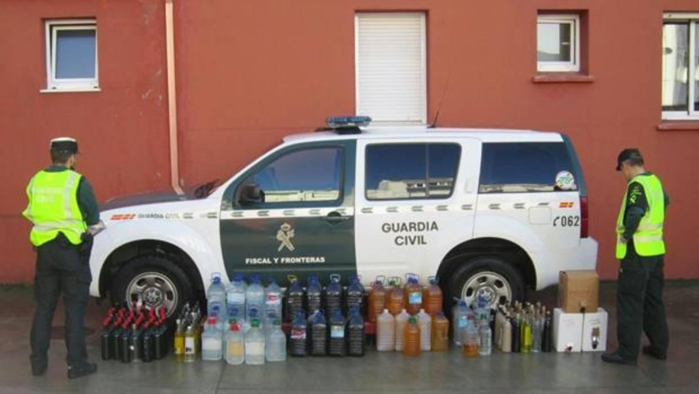 La Guardia Civil interviene 3.500 litros de licor ilegal en Ferrol y San Sadurniño