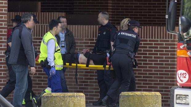 La Policía se lleva al presunto autor del doble crimen de Vitoria