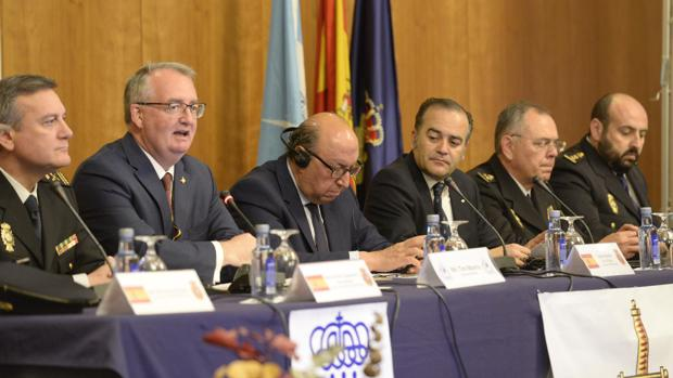 Tim Morris, Germán López y José Julián Gregorio, en el centro, durante la inauguración de la conferencia