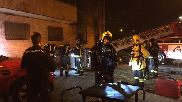 Los Bomberos han tenido que intervenir para sofocar el incendio