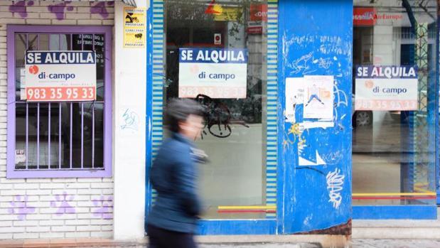 Comercios cerrados en una céntrica calle de Valladolid
