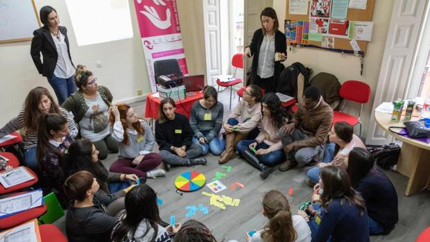 El grupo de jóvenes que está formándose como mediadores para el programa Epsylon de Aclad Valladolid