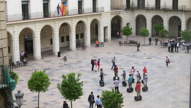 Plaza donde se encuentra la Audiencia Provincial de Alicante