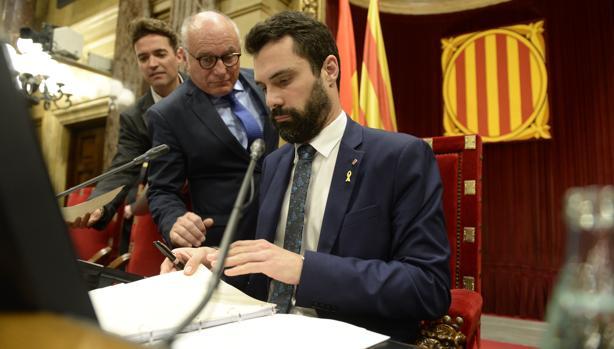 Roger Torrent, en un pleno del Parlamento de Cataluña