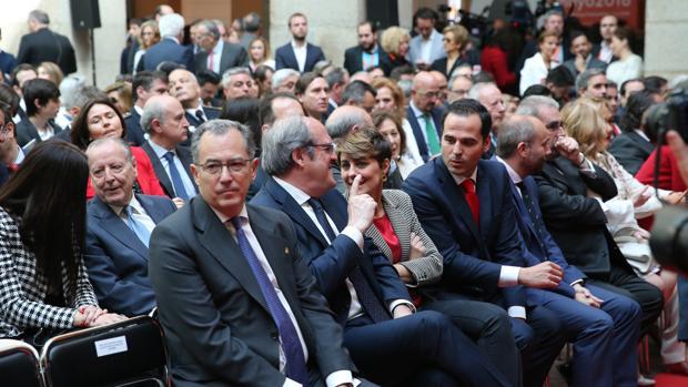 Los portavoces de los grupos políticos en la Asamblea, durante los actos del Dos de Mayo en Sol