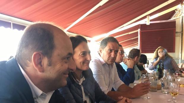 Cardona con amigos y compañeros del PP canario