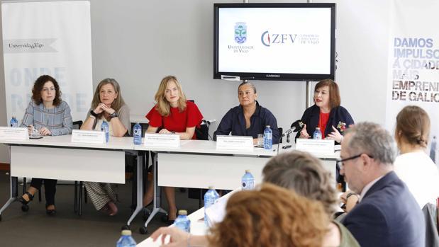 Edita de Lorenzo, Teresa Pedrosa, Dolores González, Carmela Silva y Susana López Abella
