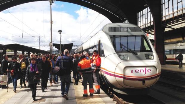 Un tren de Renfe en la estación de La Coruña