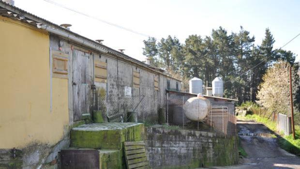 Exteriores de la granja donde los hombres vivían explotados