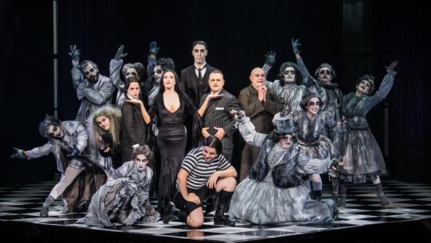 Una escena de la obra de la Familia Addams