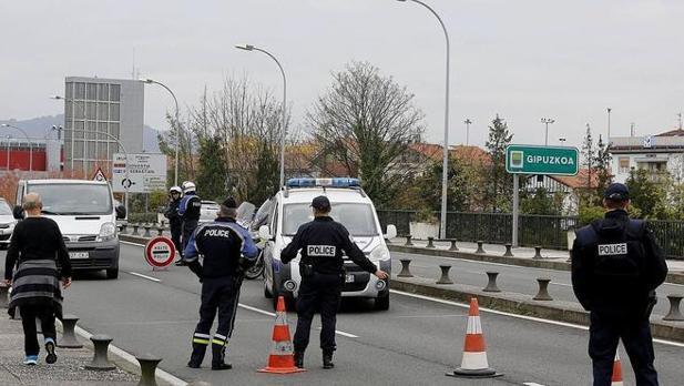 Control de la Policía francesa en un paso fronterizo