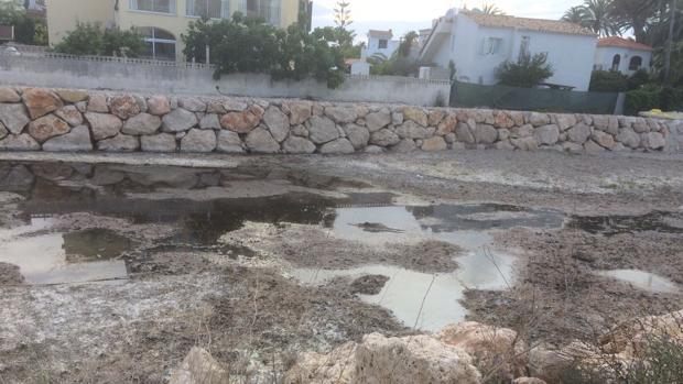 Imagen de la contaminación del río Girona, en Denia