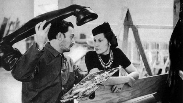 Dalí y Gala trabajando en «El sueño de Venus»