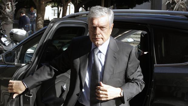 Imagen de Modesto Crespo tomada este lunes a su llegada a los juzgados de Alicante
