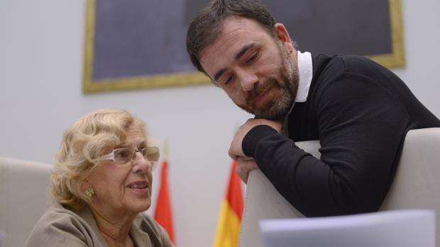 Manuela Carmena y Nacho Murgui, durante un pleno en Cibeles