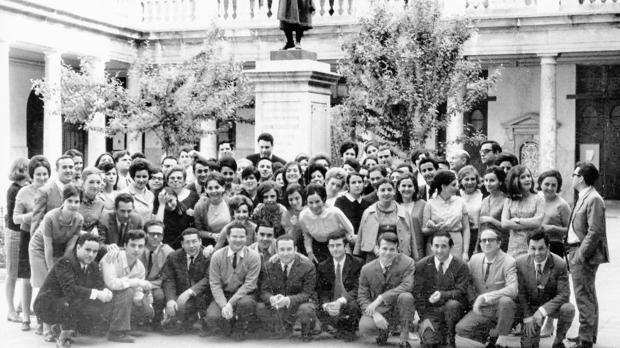 Imatge de la primera promoció de Pedagogia de la Universitat de València