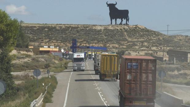Tramo sin desdoblar de la veterana carretera N-II, entre las localidades aragonesas de Fraga y Alfajarín