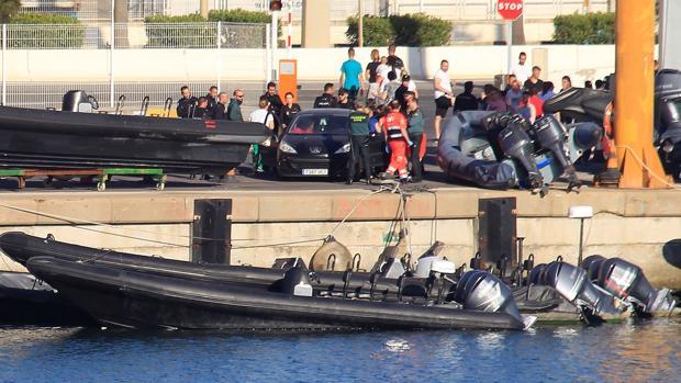 """""""Cementerio de gomas"""", el depósito de lanchas intervenidas por la Guardia Civil en Algeciras"""