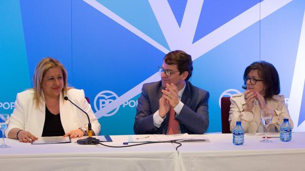 Mañueco y Angulo aplauden a Yolanda de Gregorio tras ser refrendada como presidenta del PP de Soria