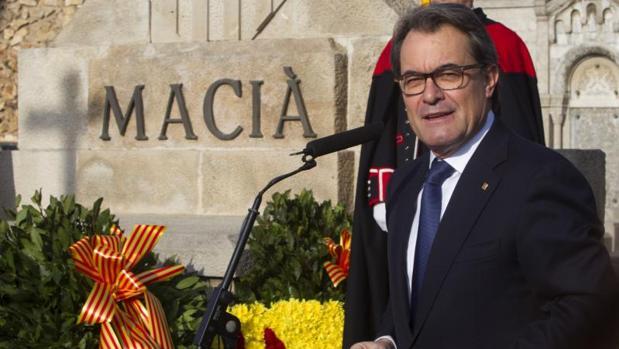 Mas, en un homenaje a Macià, en 2015